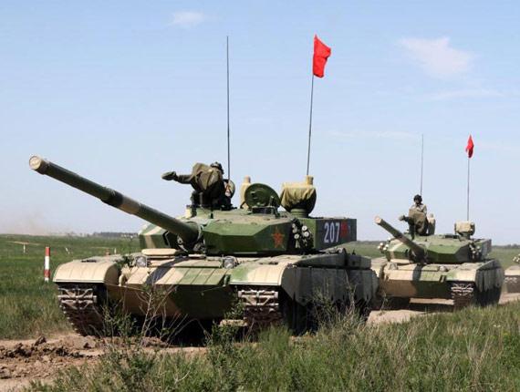 资料图:解放军99式主战坦克编队