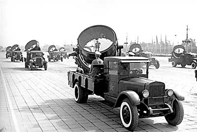 profile picture: The picture shows the 1955 National Day military parade The military searchlights side team 。