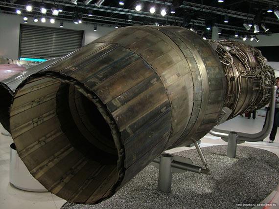 在莫斯科航展上展出的117S矢量推力发动机