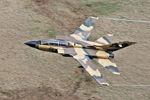 沙特空军派F-15及狂风战机越境轰炸也门(组图)