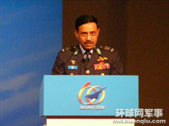 孟加拉空军参谋长演说不忘展示中国造战机(图)!!