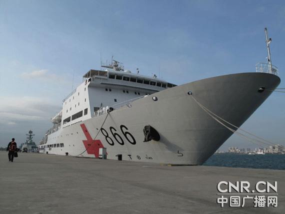 """和平方舟号是我国专门为海上医疗救护""""量身定做""""的专业大型医院船,船上搭载的某些医疗设施装备达到三甲医院的水平。彭洪霞摄"""