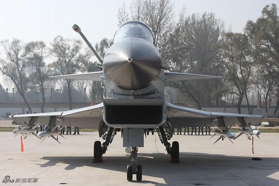 空军歼10战机在航空博物馆公开展出