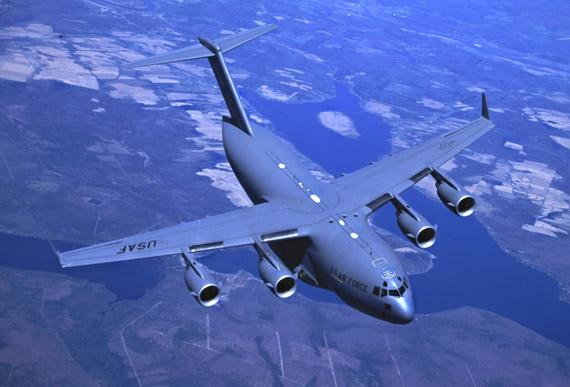 美称中国不满伊尔76成本高希望获得C17运输机!!
