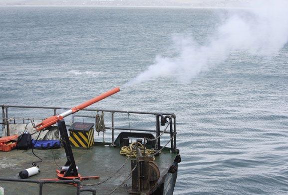 哈哈  非常规方法!!英国研发5种新武器打击海盗(图)!!