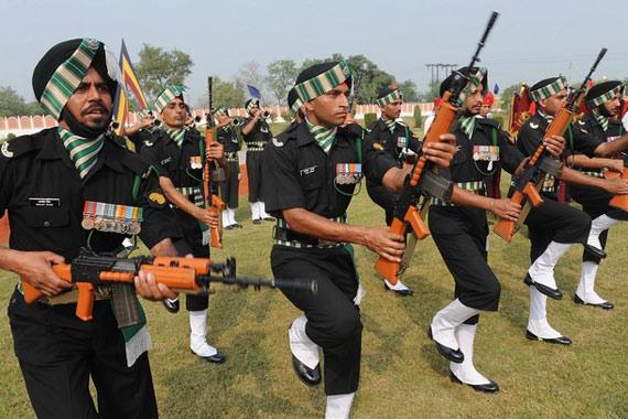 资料图:印度士兵参加庆祝活动