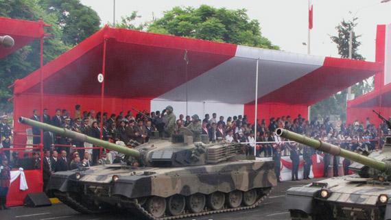 秘鲁阅兵式上出现的中国制先进坦克