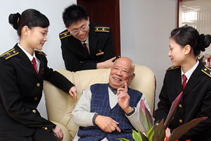 中国民航大学纪念两航起义60周年