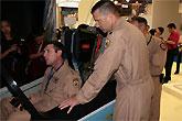 美飞行员体验L-15操纵品质