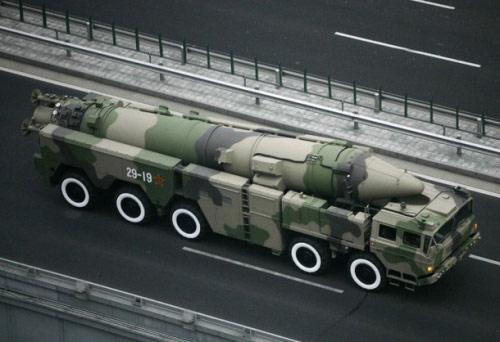 二炮新型中程导弹