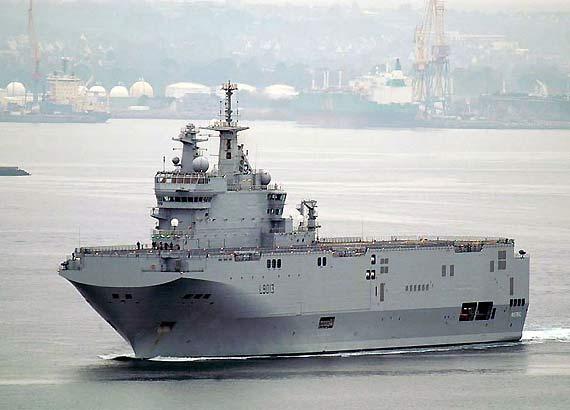"""资料图:法国海军""""西北风""""级两栖攻击舰"""