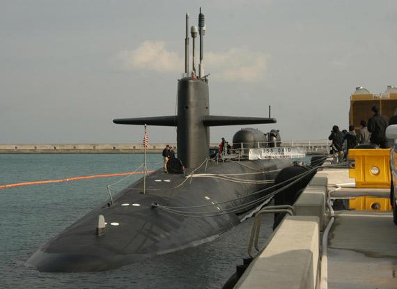 美国军方取消禁止女性进入潜艇服役规定(图)