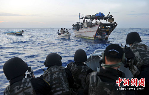 local time on May 11, in Aden Bay, the Chinese navy fleet escort the fifth goal of the fourth suspect suffered harassment,