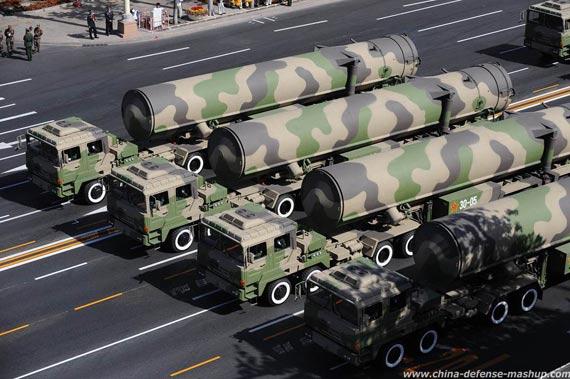 2009年10月1日,二炮部队东风-31A战略导弹亮相天安门广场盛大阅兵式
