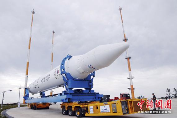 """6月7日,韩国""""罗老""""号运载火箭运往全罗南道罗老航天中心。"""