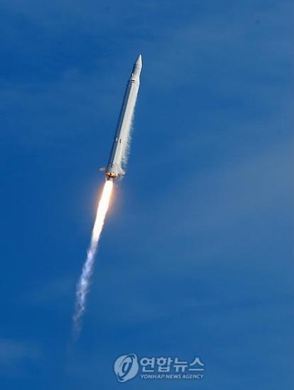 韩国罗老号运载火箭升空。来源:韩联社
