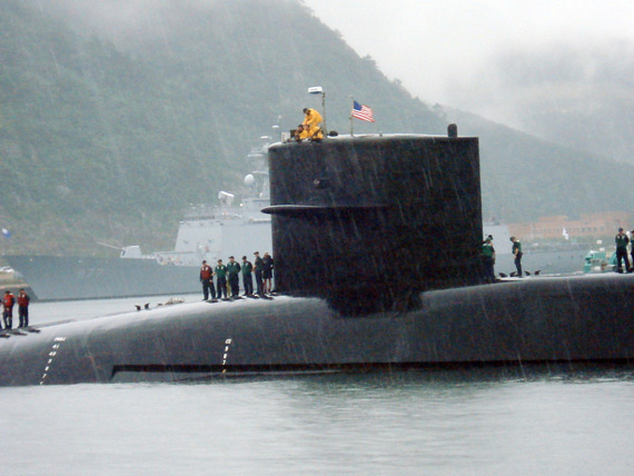 """本月初,美国海军密歇根号巡航导弹核潜艇抵达釜山海军基地""""进行例行访问""""。"""