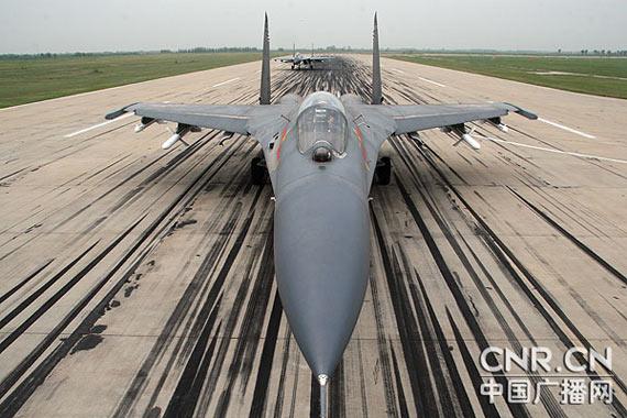 资料图:解放军新型战机准备编队起飞