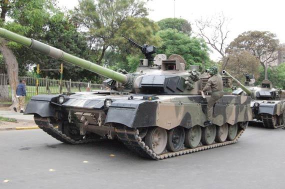 资料图:中国MBT-2000型主战坦克在秘鲁阅兵式中亮相