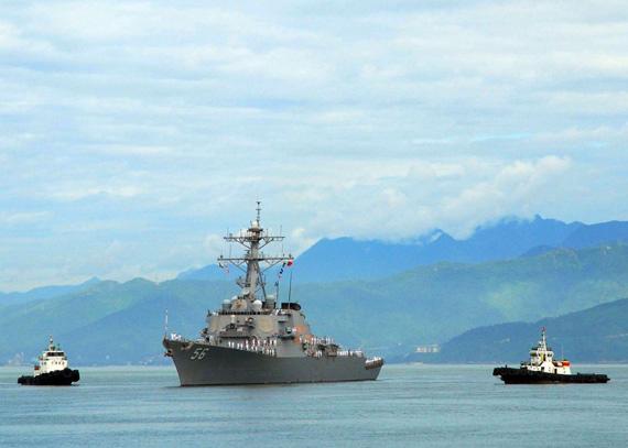 8月10日,美国海军约翰・S・麦凯恩号阿利-伯克级导弹驱逐舰抵达越南岘港进行访问。