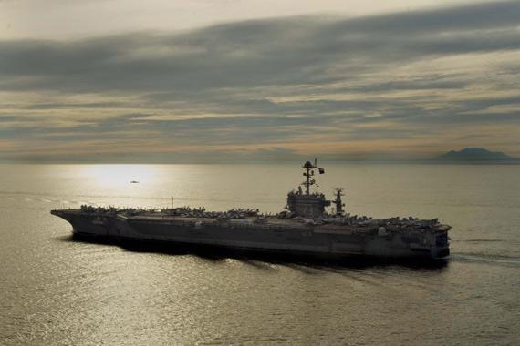 资料图:9月4日,美国海军CVN-73乔治-华盛顿号航母在菲律宾海域航行