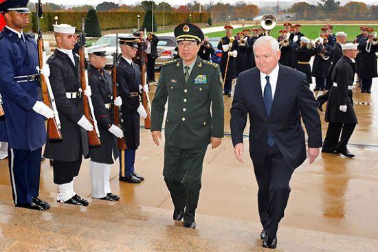 资料图:2009年10月24日至11月3日,中国中央军委副主席徐才厚对美国进行为期11天的正式访问
