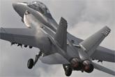美军超级大黄蜂战机展示机动性
