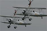 御风女队员上演空中芭蕾