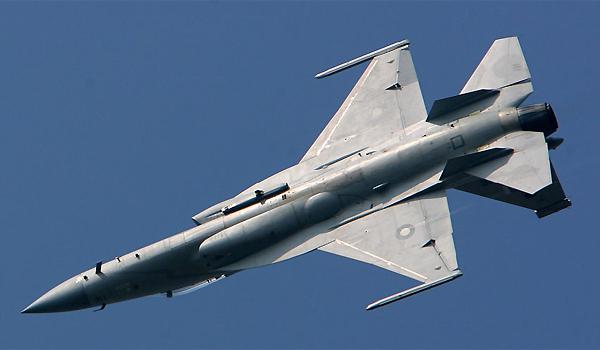 巴空军枭龙战机飞行表演难度超歼10战机