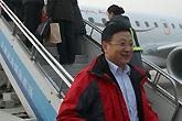天津航空总裁迎接首航旅客