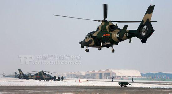 新型直升机直刺蓝天。梁宏涛摄