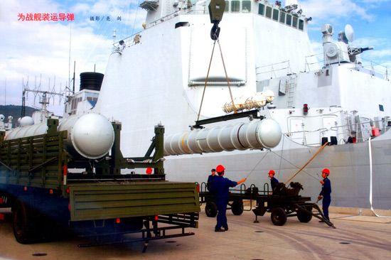 资料图:为052C级驱逐舰吊装海红旗9舰空导弹