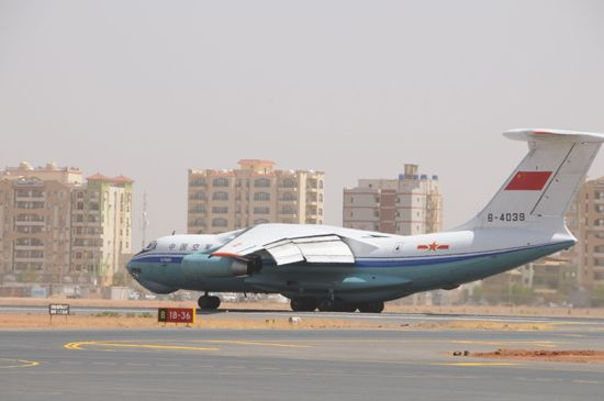 3 January, take the Chinese Air Force transport aircraft evacuation mission in Sudan Khartoum international airport