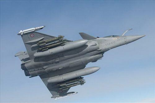 法国空军战机发射导弹击毁一架利比亚军机
