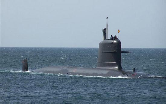 """资料图:法国制造的""""�O鱼""""级常规动力潜艇"""