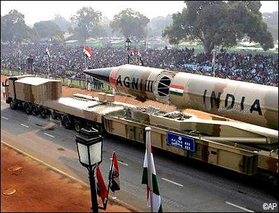 资料图:印度阅兵中展示的烈火-3型弹道导弹