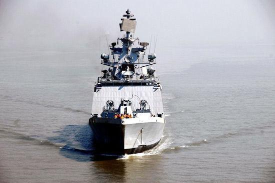 """印度国产什瓦里克级隐身护卫舰F-48""""萨特普拉""""号。"""