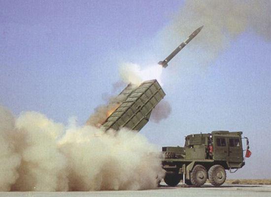 国产WM-120型火箭炮发射瞬间