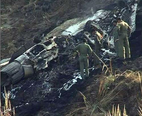 坠机现场图片,从发动机喷口来看,可以确认为枭龙战斗机。