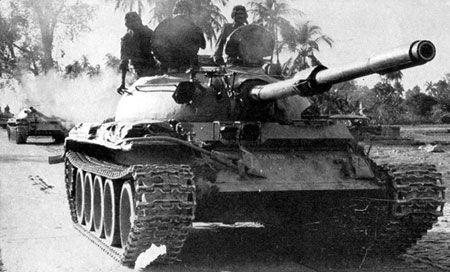 1971年12月3日,第三次印巴战争全面爆发。鉴于印度军队开始大规模介入东巴基斯坦,巴基斯坦从空中和地面对印军主动实施全线出击。印度和巴基斯坦海陆空军随即展开激烈交战。