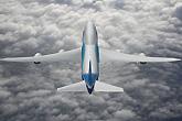波音747-8客机云中飞行