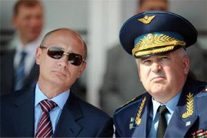 俄总理普京观看特技飞行表演