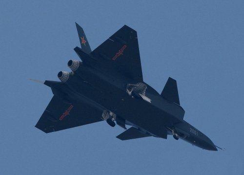 歼-20战机试飞