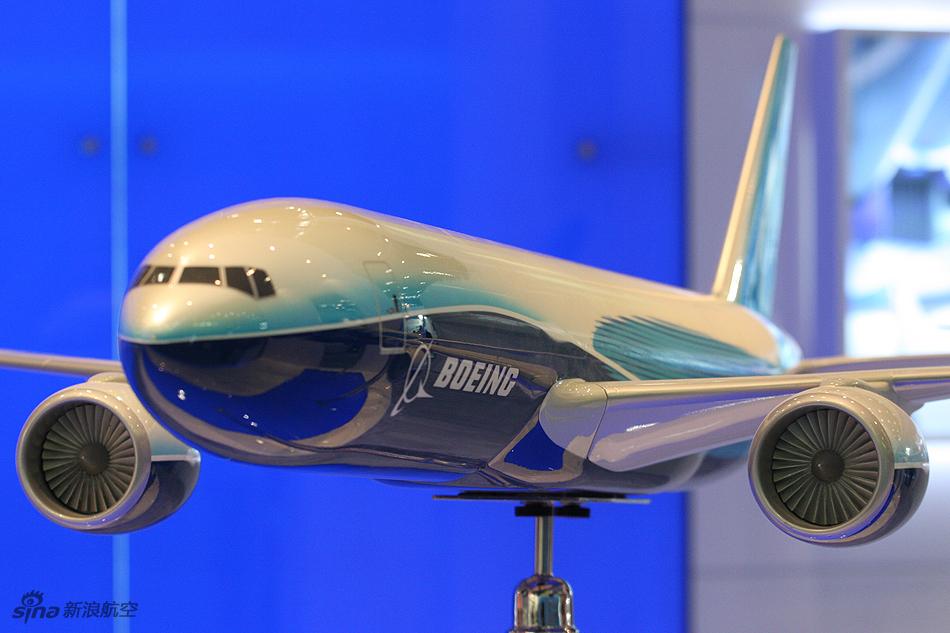 波音公司展示777-200货机模型