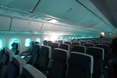 波音787-8经济舱蓝色灯光