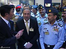 巴基斯坦空军参谋长参观航展中国展区