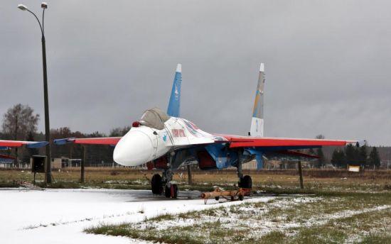 俄罗斯勇士飞行表演队装备的苏-35表演机