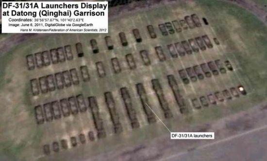 青海大通县驻军基地里排列的DF-31A导弹发射车