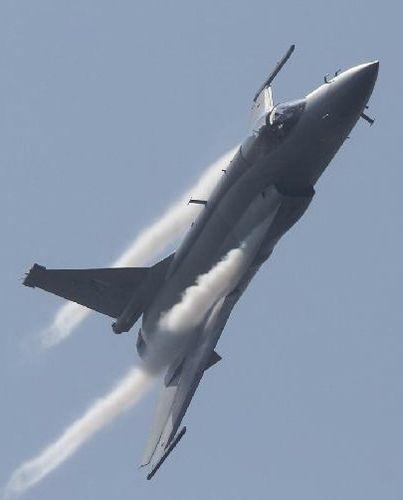 """中巴联合研制的JF-17""""雷电""""战机"""