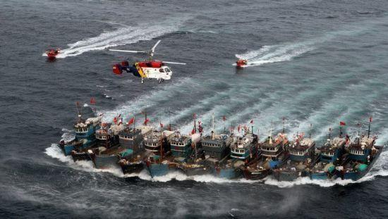 资料图:韩国海警抓捕中国渔船。